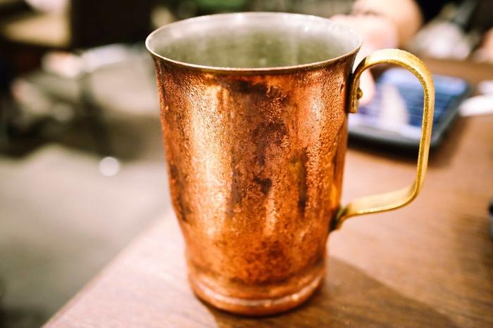 美しい光沢のある銅製品。金属の中でも熱伝導率がとても優れているので、銅の調理器具は焼きむらが出来にくく、きれいに焼けるメリットがある他、冷却効果もあります。