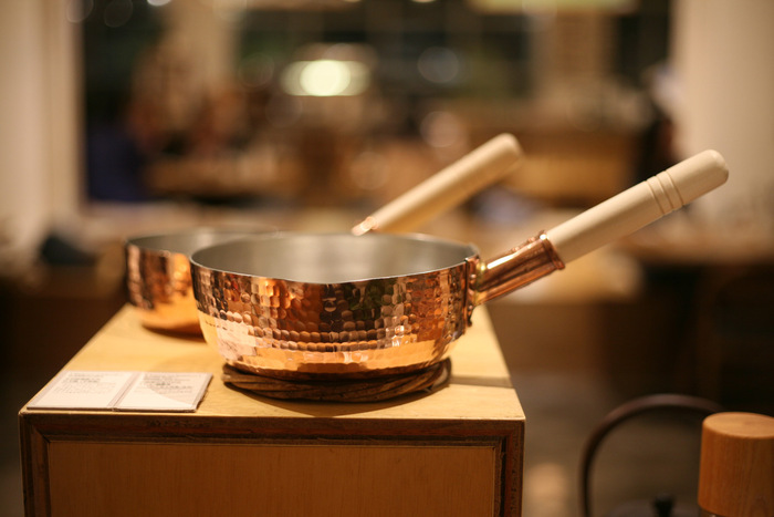 他にも銅の持つ特徴として、殺菌効果や抗菌効果があるので清潔に使えます。また銅は他の金属と比べて錆びにくい性質もあり耐食性も優れています。
