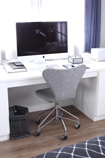 座り心地がよく、デザイン性の高い椅子は心も満たしてくれます。こちらのセブンチェアはアームがないので、使わないときにもすっとデスクの中にしまっておくことができます。