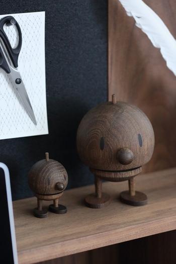 ホプティミストはデンマークの家具職人が作った木目の美しいオブジェです。ユーモラスな表情の親子がほっこりと場を和ませます。