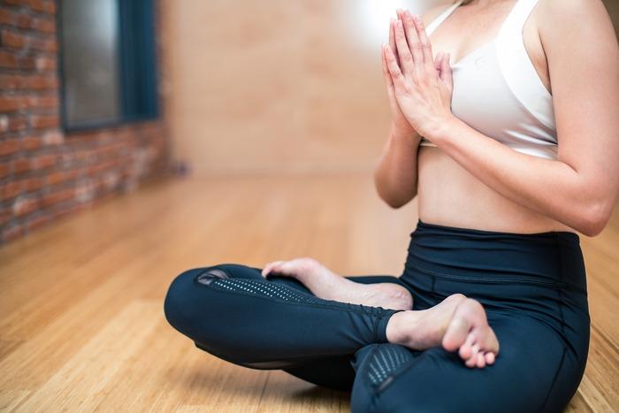 中鎖脂肪酸は、アボカドオイルやオリーブオイルに含まれる長鎖脂肪酸にとは異なり、肝臓に直接取り込まれて代謝されます。そのスピードは長鎖脂肪酸の4倍とも言われ、体内で直ぐに吸収され素早くエネルギーに変わるのです。エネルギーに素早くなるから、体脂肪として蓄積されにくいんですね。
