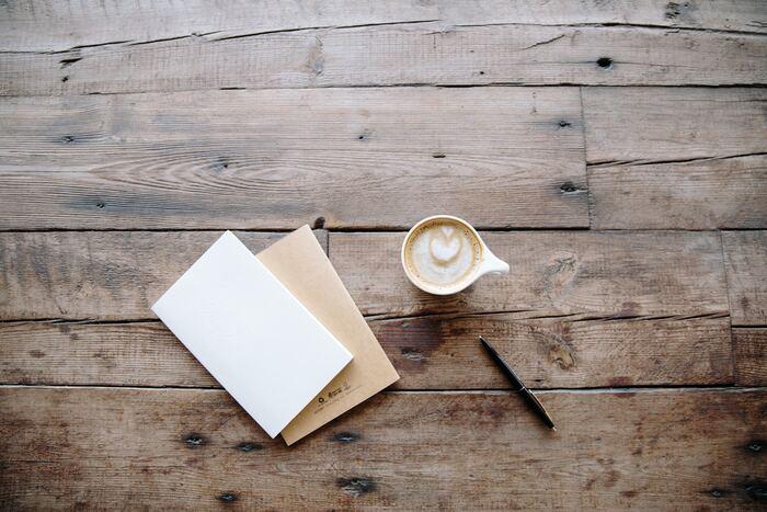 ふだんマメにお手紙を書かない場合、「せっかくメッセージを送る気になったのに、家にはそっけないデザインのカードしかない!」ということもありますよね。  そんな時は、普段はなかなかする機会のない「刺繍」で、カードにオリジナリティを加えてはいかがですか?