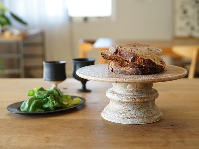 ホームパーティーで使えば一気に食卓が華やぎ、何気ない日の食卓に使えば、ちょっと特別な時間に…。 どんな風に演出しようか、考えるのが楽しみになりますね。