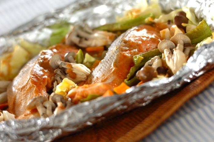 お魚も野菜も同時にとれるヘルシーレシピ。甘辛い味噌風味とコクのあるバターの風味が絶妙なコンビネーションに。