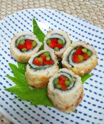 鱧でアスパラやパプリカを巻いたカラフルロールは、塩レモンで爽やかな味わいに仕上げています。ふわっとした鱧とシャキッとした野菜の食感の違いも楽しめます。鰻や穴子で代用しても◎