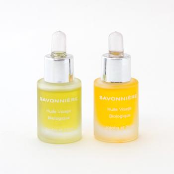 【サヴォニエール】式のシンプルスキンケアは、石鹸で洗ってオイルで保湿する2ステップ。「ビューティーオイル」には普通肌用とエイジングケア用があるので、年齢に合わせて長く愛用できますよ。