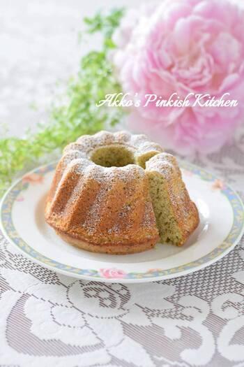 アールグレイの茶葉をそのまま使ったクグロフは、紅茶好きにはたまらない香りも楽しめるお菓子に。粉糖をふわっとかけたら、女子会にもってこいの上品な仕上がりなりますよ。