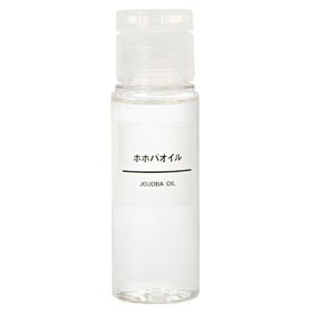 オイルは人間の皮脂に近い成分を含んでいて、肌馴染みが良いホホバオイルや、保湿力が高いスクワランオイルがおすすめです。 化粧水→オイル→化粧水→オイルと、3回ほど繰り返してミルフィーユのように重ねていきます。