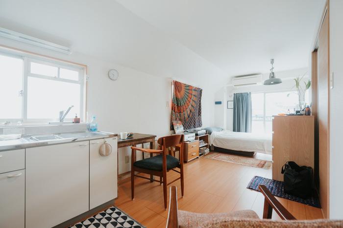 キッチンとダイニングを繋げたオープンな空間は、キッチンで調理した料理をアツアツのまますぐに運べるのがメリット。料理をつくる、運ぶ、片付けまでがスムーズであることは、キッチンの使いやすさにも繋がりますね。