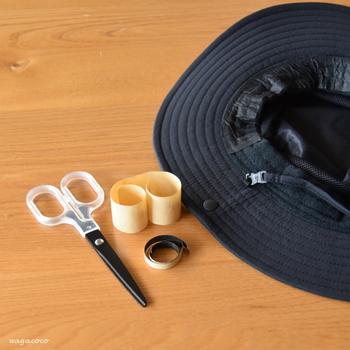 帽子の内側の肌に触れる部分の汚れが気になるときには、次のシーズンから汚れ防止テープを貼り付ける方法も検討してみてください♪劣化を防げるというメリットも。