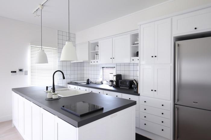 使いやすいキッチンを目指して空間づくりをしていると、不思議と自分らしく素敵なインテリアにまとまるもの。理想のキッチンに立てば、料理をする時間もより楽しくなりますね。キッチンリフォームや模様替えのヒントとして、お役にたちますように。