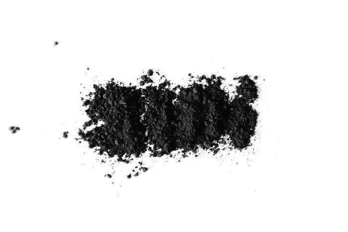 活性炭入りの炭タイプは、真っ黒なペーストが特徴。ブラッシング中は口の中が黒くなりますが、すすげばちゃんと落ちてくれるのでご安心を♪活性炭には歯を研磨してくれる作用があるので、ホワイトニングや口臭予防が期待できますよ。