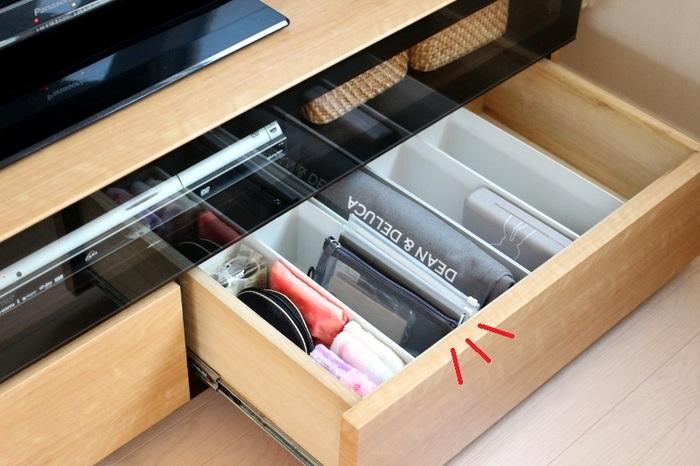メッシュケースは、ボックスにモノを立てて入れると、高さのある引き出を効率的に使用することができます。 リビングなど、文房具をよく使う場所にスタンバイしておけば、作業をしたいときにすぐに取りかかることができますね。