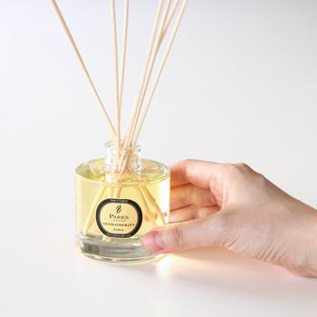 クチナシの香りやグレープフルーツとジャスミン、ローズマリーとベルガモットなど誰からも愛される香りを展開しているイギリスのキャンドルメーカーのアロマオイル。スティックが付属で付いているので、そのまま気軽に使い始められる。