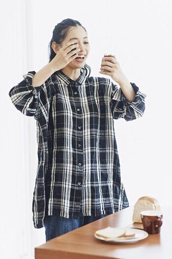 オーバーサイズのシャツは、一枚でトレンド感のある着こなしが作れます。ざっくりとしたシルエットは着心地がよく、体型カバーにも!チェック柄はカジュアルな印象に。