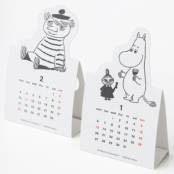 切り抜いて組み立てる、ムーミンのデスクカレンダーは、月ごとにムーミンとその仲間たちが登場します。モノトーンカラーが大人っぽく、見るだけで癒されます。