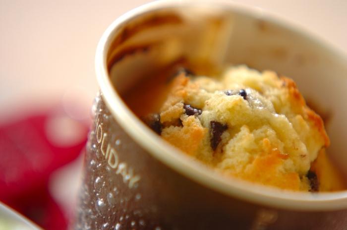 ケーキに天ぷら粉!?意外な使い方ですが、天ぷら粉はスイーツのレシピにも合います。市販の天ぷら粉にはベーキングパウダーが配合されていることもあるので、こうした生地にも代用できるんですね。