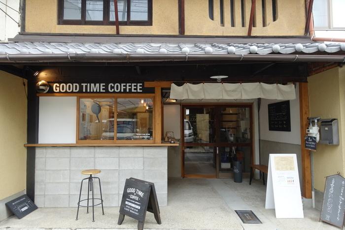 お店は今京都の中でも注目の梅小路エリアにあります。新駅ができたところなので、様々なスポットがありおすすめの散策エリアです。京町家を改装して造られたコーヒースタンドは、落ち着いたオシャレ空間。目の前で淹れてくれるコーヒーも最高に美味しいので、ぜひサンドイッチと一緒に楽しんでみて下さいね。