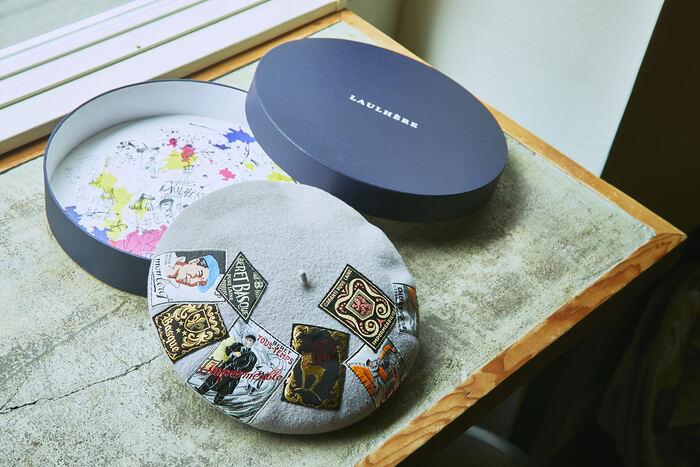 上記の3モデルは、しっかりした厚紙でできた専用BOXが付いているため、帽子の保管に最適。蓋をあけると、底面にカラフルでキッチュなイラストが描かれており、乙女心をくすぐります。プレゼントや、もちろん自分へのご褒美にも◎。