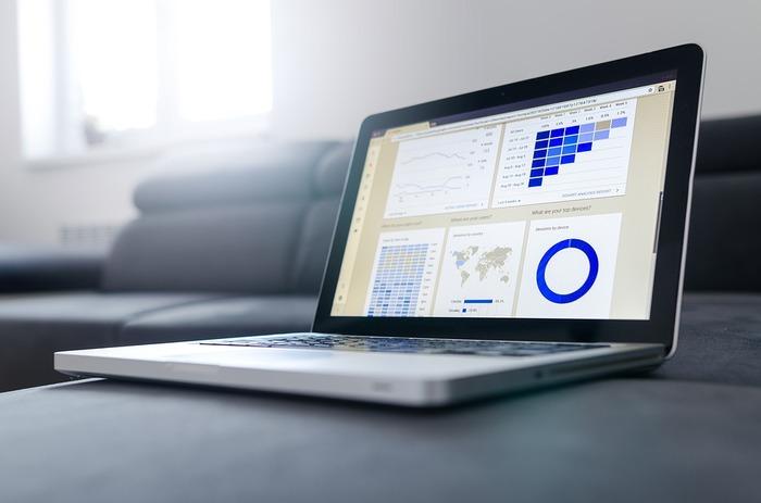 具体的な数値などは入れず、資料の方向性を考えつつ、大枠を作っていきます。上司にも早い段階でチェックしてもらえますし、本当に必要な情報だけで資料の質を高めていくことができます。