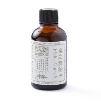 こちらは、オーガニックの麻之実油にさまざまな天然植物を配合した天然由来成分99.8%のマッサージオイル。栄養価と保湿効果の高い麻之実油もまた、古くからお肌や髪のお手入れに使われてきました。合成保存料・着色料・鉱物油・合成防腐剤などは入っていません。髪や地肌はもちろん、全身のマッサージに使えます。