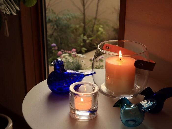 秋の夜長にゆったりと過ごすなら、温かみのある照明、光にもこだわってみては。素敵な香り、大小サイズを組み合わせたキャンドルなどをお部屋に置けば、心地良い香りとゆらゆらと揺れる光に癒されそう。