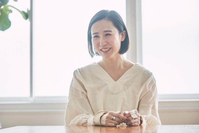 デザイナーの熊谷美沙子さん。世界中から集めた羊毛や、ヴィンテージの毛糸を使ったハンドメイドのタペストリーを展開するブランド「neulo(ネウロ)」を手掛ける。一つひとつ手織り機で編み上げられたタペストリーに注目が集まり、さまざまなポップアップイベントを開催。[http://www.neulo.jp/](http://www.neulo.jp/)