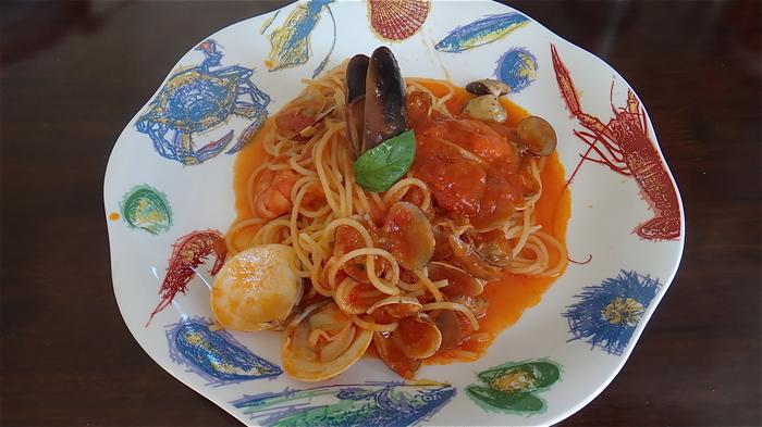 おすすめは魚介をふんだんに使ったペスカトーレ!トマトと魚介のエキスがパスタによく絡んで旨味をさらに引き出した魚介好きにはたまらない一品となっていますので、海鮮好きの方は是非一度お試しあれ♪