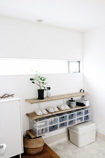 1日のスタートをきる大切な場所である「玄関」。  整理されたすっきりとした空間であれば、その日のモチベーションもグンと上がりよね。  そこで今回は、収納術をメインに、玄関を素敵にするヒントをご紹介します。