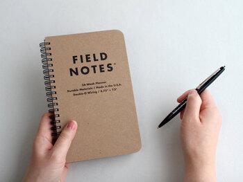 上で紹介したフィールドノートのリングバージョン。1年間タフに使えるよう、表紙には丈夫なクラフトボードを使用。