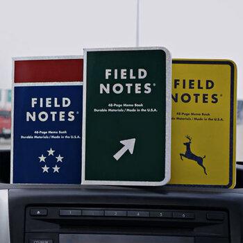 アメリカの道路標識をモチーフにした表紙がユニークな「Mile Marker」。ホログラム印刷が施されていて、光で反射するので暗い車内で使う際も便利。旅行時のルートメモや車の走行距離の記録などにも使えます。