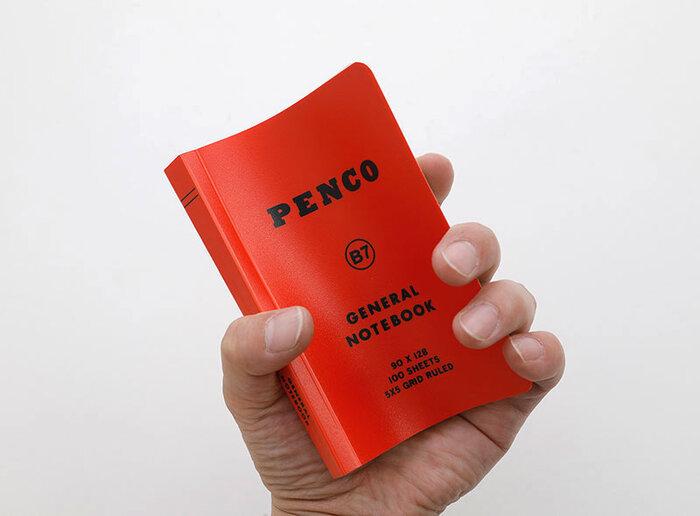 厚手のノートながら、表紙にある程度しなやかさもあるので握りやすく開きやすく、持ち運びにもぴったりです。