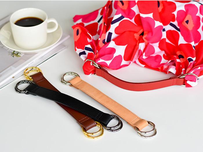 お裁縫が苦手な方でもこちらのバッグハンドル「Someco(サムコ)」を使えば、簡単に素敵なバッグを作ることができるんですよ◎。お気に入りの布地や風呂敷、スカーフなどをリングの部分に通して結ぶだけで、一枚の布をおしゃれなバッグに変身させることができます。