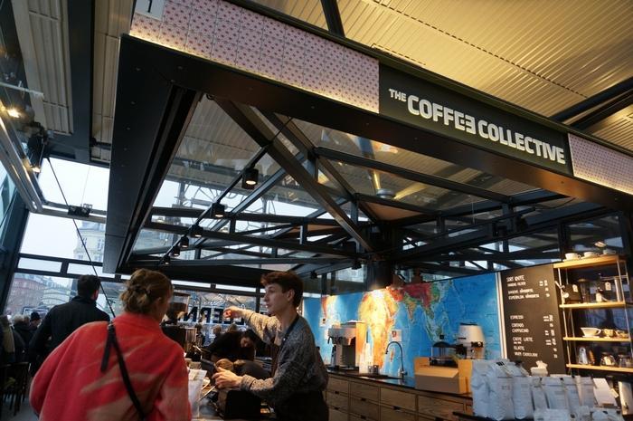 1号店で自家焙煎されたコーヒーは、カフェで楽しむのはもちろん、テイクアウトして待ちを散策しながらいただくのも最高♪自家焙煎された、コーヒー豆を持ち帰ることもできるので、コペンハーゲンのお土産としてもおすすめ。