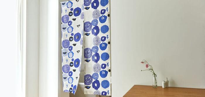好きな柄を選んでインテリアにもできる布ののれん。手作りもしやすいので、お部屋のイメージチェンジや季節ごとの変化をつけるにもぴったりです。