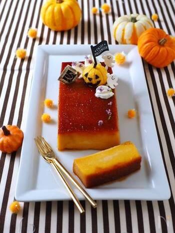 かぼちゃ嫌いのお子さんでも喜んで食べてくれると評判のパンプキンプリンは、秋のかぼちゃスイーツの中でもトップクラスの人気ぶり。  なめらかな舌触りと、かぼちゃの甘みが引き立つスイーツなので、ジャック・オー・ランタンをあしらってハロウィンパーティーの主役にも活躍させて♪