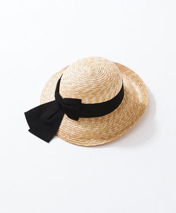 帽子をオンラインショップで購入する場合は頭周りの長さを確認することで、自分にぴったりとフィットする帽子のサイズがわかりますよ。基本的には自分の頭周りプラス1cmがちょうど良いです。ネットショップに記載がなければ問い合わせてみましょう。