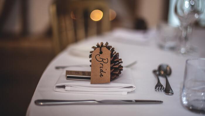 お見送りのときに、招待客へひとつずつ手配りするプチギフト。自分で手配した場合や手作りした場合などは、数量や式場に届いているかの確認をしておきましょう。