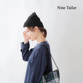 日本製にこだわった「Nine Tailor(ナインテーラー)」のウールニットキャップ。上質感のある黒と、フィットするスマートなデザインが魅力です。  美しい上品な網目は、カジュアルコーデにもキレイめコーデにもよく似合います。