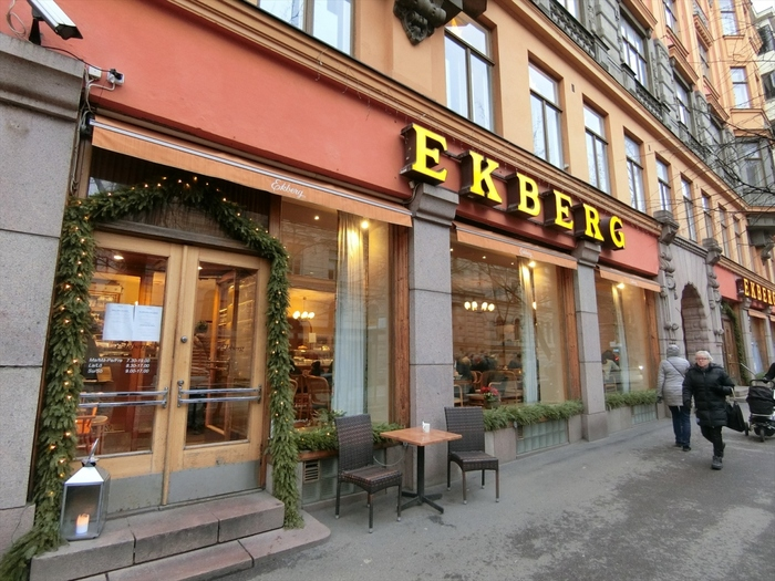 1852年創業以来、ヘルシンキに住む地元の方々愛され続けている老舗カフェ「Cafe Ekberg(カフェ・エクベリ)」。カフェとベーカリーが併設され、朝早くより焼き立てのパンの心地良い香りが漂います。