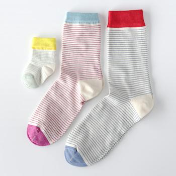 靴下は毎日のお出かけはもちろん、ご家族での記念の写真撮影や挨拶回りなど、大切な時にも活躍します。実用的な贈り物は喜ばれること間違いなしですよ。