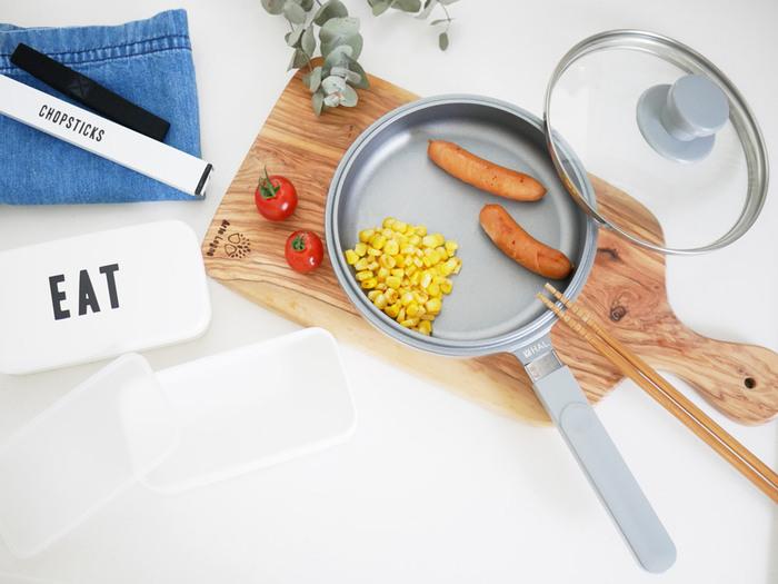 たとえば一台で何役もこなす無水鍋があれば、角煮やシチューも短時間で美味しく仕上がったり。 機能的で使いやすい調理器具があれば、毎日の食事やお弁当も手際良く作れたり。 このキッチンツールがあれば便利!っていうものがありますよね。