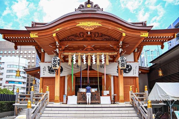 水天宮は日本橋蛎殻町にある安産や子授けなどで特に有名なお宮で、連日、多くの参拝者で賑わっています。赤ちゃんが産まれた後にも、お礼参りや七五三、初宮などたびたび家族で訪れる機会も多いんですよね。こちらの水天宮ですが、実は本社があるのは福岡県久留米市です。江戸時代、久留米藩主が国元から分霊したのが江戸の水天宮の始まりといわれています。