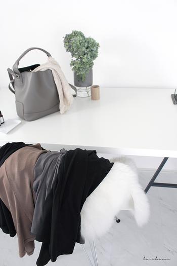 品物自体はあまり傷んでいないけれど、もう着ることがないという洋服は、リサイクルショップへ持ち込んだり、フリマアプリを活用して、次に着る人へと繋ぐことができると、気持ちよく手放すことができます。