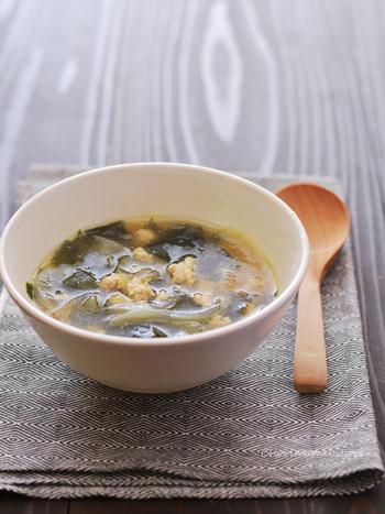 スープやお味噌汁など、温かい食べ物を食べるときは自然と食べる速度がゆっくりと。また、冷たいものよりも消化がよく、満腹感も得られやすくなりますよ♪