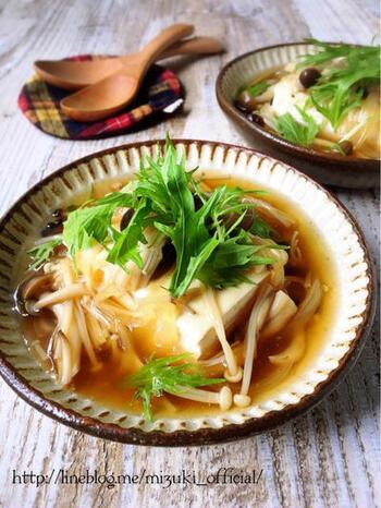 安くてボリュームのあるおかずが欲しいなら、豆腐と組み合わせて和風あんかけにしてみても。食べごたえがあり、生姜効果で体が温まります。