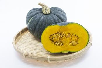 緑黄色野菜のかぼちゃにはたくさんの栄養が詰まっています。血行を促進して身体をあたためる効果が期待できるので、気温が下がってくる季節にぴったり。疲労回復や免疫強化にもいいとされています。