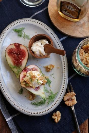 くるみはチーズとの相性もバッチリ。旬の無花果と合わせるだけで簡単デザートに!食物繊維が豊富な無花果と、チーズに含まれる豊富なタンパク質で、美容にも最適なデザートです。