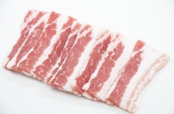 シンプルに、ざっと焼きたい!という方は豚バラで。「やまもと」も、「すじねぎ」と「豚ねぎ」両方のメニューがあります。その他、えび、ホタテ、牡蠣…などのデラックスなねぎ焼も。