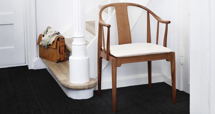 デンマークの世界的デザイナー「ハンス J. ウェグナー」。彼は、長く愛用したくなる優れた機能性、そして木の温もり溢れる名作椅子を数多く生み出しました。